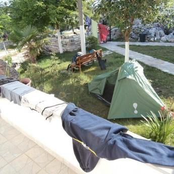 Albania Shqiperia Gjirokaster Gjirokastra freecamping clothes drying hotel-freecamping