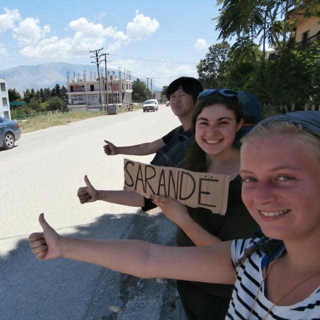 Albania Saranda Sarandë three people hitchhiking together shqiperia