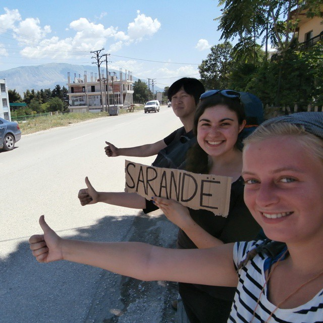 Albania Saranda Sarandë three people hitchhiking together shqiperia