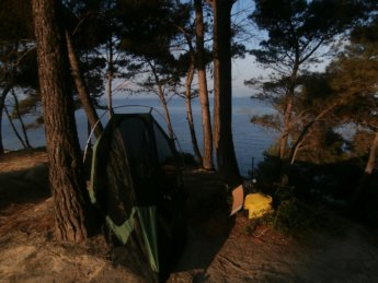 wildcamping spot durres albania hitchhiking solo europe