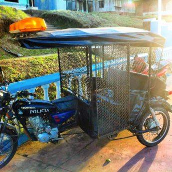 police mototaxi rickshaw tuktuk santa clotilde perú napo river boat