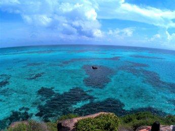 3 lonesome rock vista mar de los siete colores Providencia Crab Cay