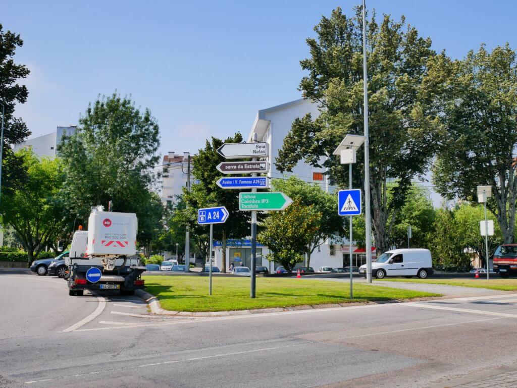 Viseu hitchhiking Serra da Estrela roundabout