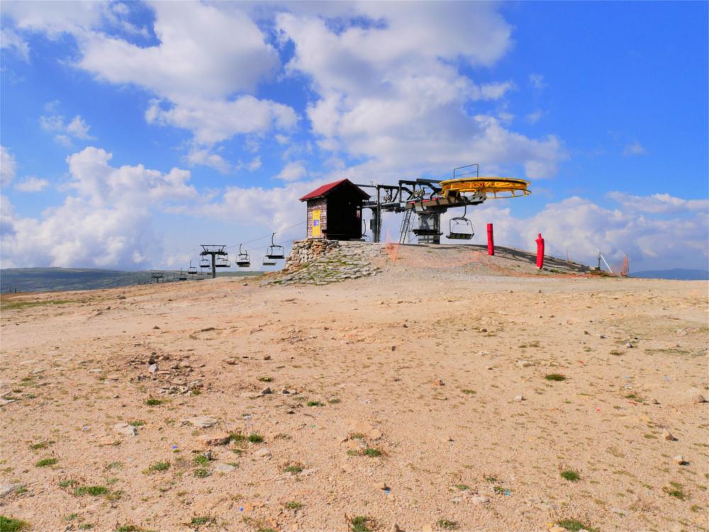 Torre Serra da Estrela Vodafone ski lift resort summer piste