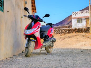 Rental scooter 50cc with cat São Vicente Cabo Verde Barlavento Calhau