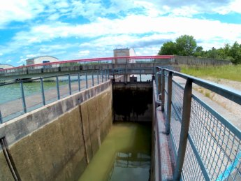 25 Day 13 Ingolstadt to Vohburg kayak canoe lock sluice self-service