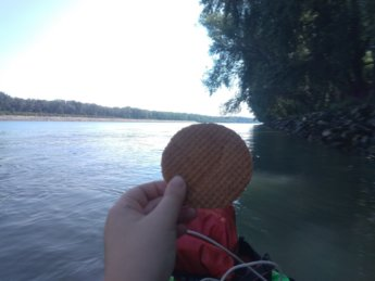 2 Stroopwafel in kayak