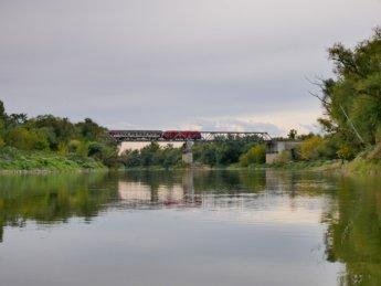16 train on the train bridge
