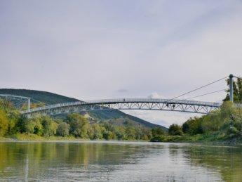 20 Chuck norris bridge cyklomost slobody brücke der freihet 2