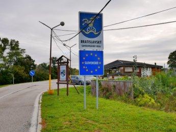 3 Slovak EU sign Záhorská Ves Morava River Angern an der March Austria