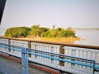 Myanmar train yangon mawlamyine 37 shampoo island