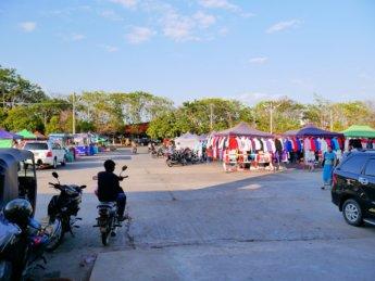 Thapyagone night market daytime stalls