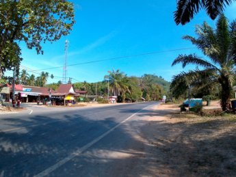 Hitchhiking from Ao Nang to Ranong Thailand 5