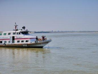 Irrawaddy river cruise mandalay to bagan 12