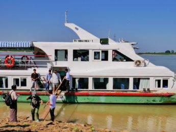 Irrawaddy river cruise mandalay to bagan 15 yandabo stop
