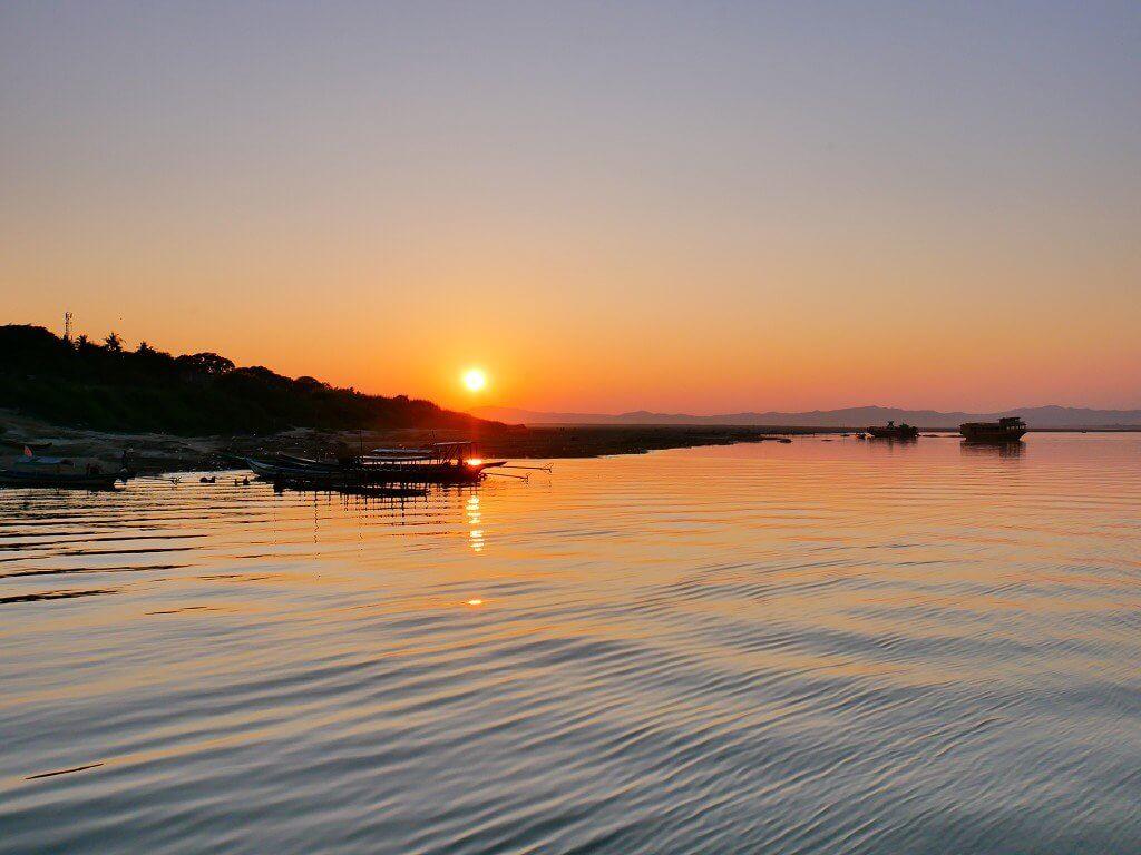 sunset irrawaddy river cruise old bagan