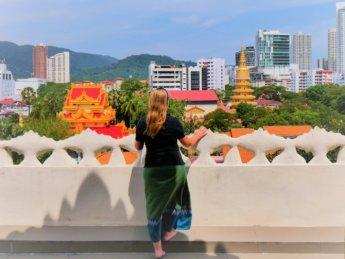 Penang pagoda temple Myanmar Thailand Burmese longyi about Iris Veldwijk