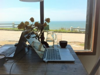 k-working together uruguay table digital nomads coworking about about Iris Veldwijk