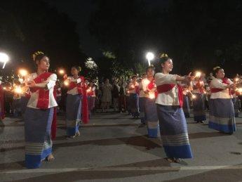 Loi Krathong candle dance 4