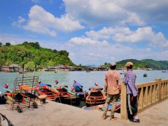 Kawthaung Myanmar to Ranong Thailand border crossing Kraburi Pak Chan river 17