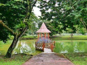 Taiping Lake Gardens Taman Tasik Taiping 4 zig-zag bridge gazebo