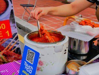 jonker street night market Melaka Malaysia vegetarian satay
