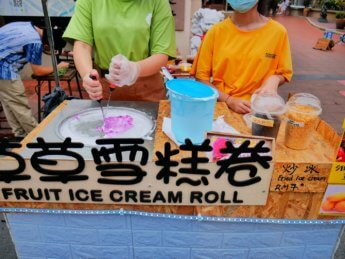 jonker street night market melaka ice cream rolls