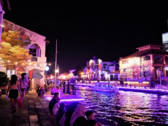 melaka river night time unesco heritage site historic center 2020 coronavirus