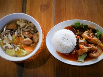 hock kee restaurant kopi tiam johor bahru malaysia vegetarian soup and rice dish mock chicken