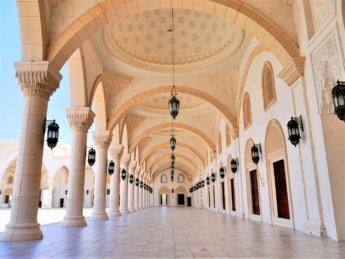 16 riwaq arcade hypostyle ottoman moorish architecture mosque design Fujairah