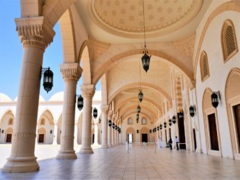 19 entrance to Sheikh Zayed Grand Mosque Fujairah QR code booking COVID-19 entry regulations wear a mask