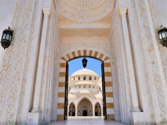23 Fujairah Sheikh Zayed Grand Mosque open doors non-muslim visitors main dome