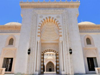 24 Fujairah second-biggest mosque uae main entrance open for non-muslim visitors