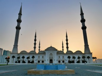 4 Sunset at fountain Fujairah Sheikh Zayed mosque