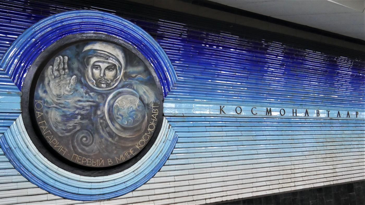 kosmonavtlar metro station tashkent Yuri Gagarin portrait
