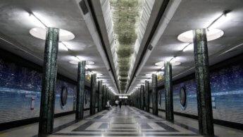 platform Kosmonavtlar station glittery shiny glass columns milky way ceiling lights gradient atmosphere earth space theme