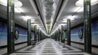 5 platform Kosmonavtlar station glittery shiny glass columns milky way ceiling lights gradient atmosphere earth space theme