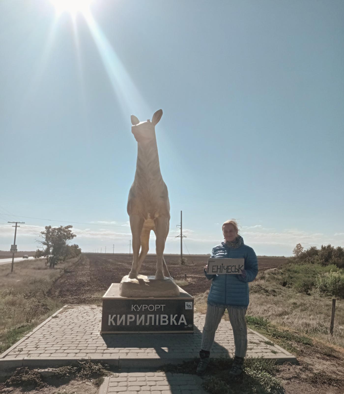 hitchhiking from biryuchiy island kyrylivka to henichesk heniches'k southern ukraine kherson feature golden deer statue m18 highway